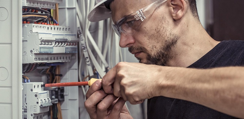 5 Factors to Consider When Choosing Commercial Electricians
